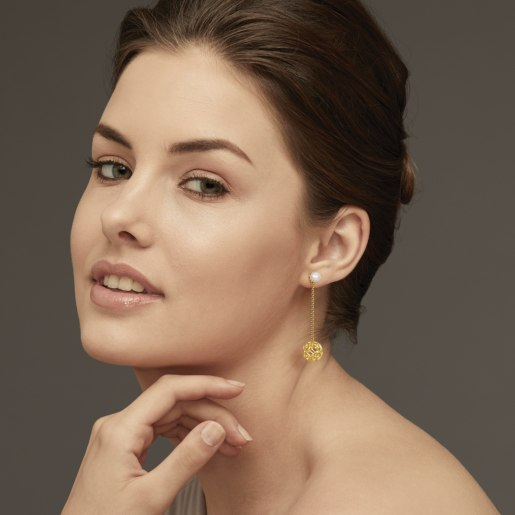 White Pearl Earring In Yellow Gold (3.42 Gram)